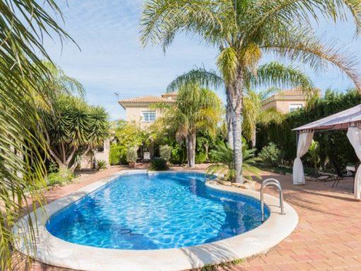 Chalet con piscina en la Alcayna